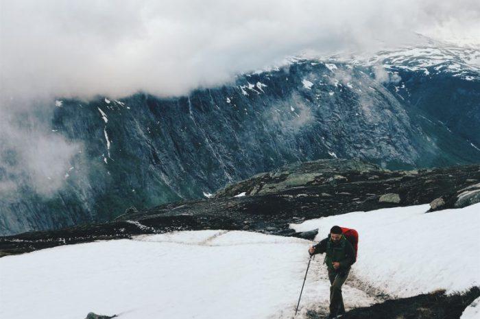 Dlaczego warto wyposażyć się w kijki trekkingowe?
