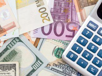 wpływ-czynników-makroekonomicznych-na-kursy-walut