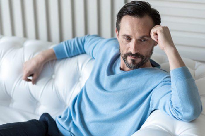 Nietrzymanie moczu u mężczyzn – co to jest, przyczyny i jaki leki?