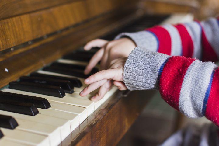 Pierwsze pianino dla dziecka