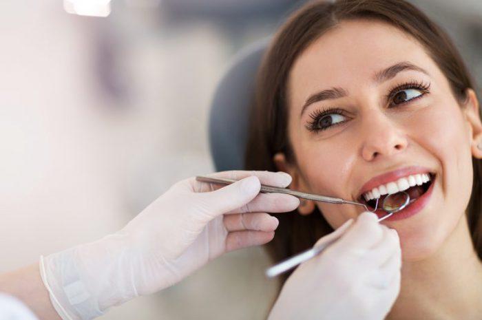 Implanty stomatologiczne – budowa, zalety, zastosowanie