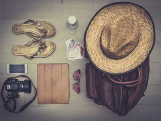 kapelusz-aparat-torba-buty