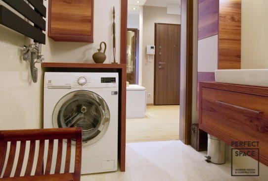 łazienka z drewnianą zabudową