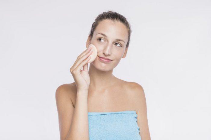 Czym jest gąbeczka do makijażu i jak o nią dbać?