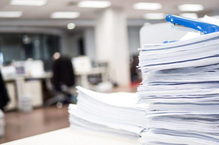 Czy warto wyposażyć się w bezpieczne pojemniki na dokumenty z poufnymi danymi?