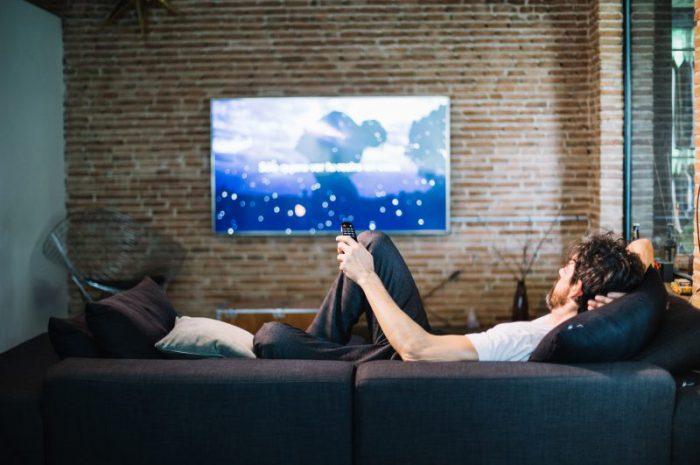 Elektryczny uchwyt do telewizora – czy warto go mieć?