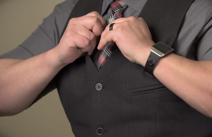 Jak nosić męską kamizelkę?