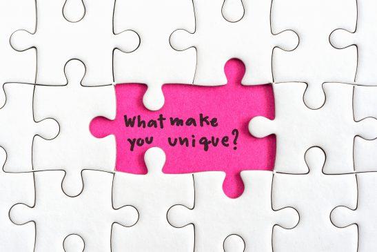 puzzle z pytaniem co czyni twój brand nietypowym