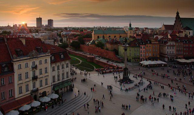 zdjęcie rynku w Warszawie z góry