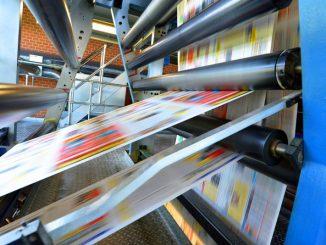 maszyna-drukuje-ulotki