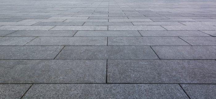 Układanie płyt chodnikowych – jak się za to zabrać?