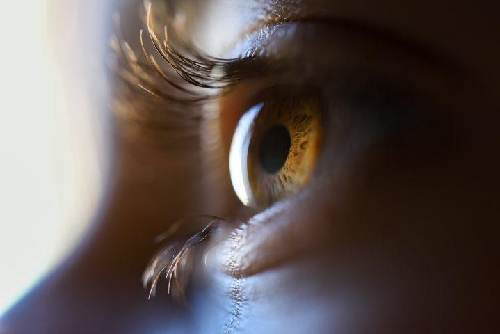 Dlaczego warto wybrać kolorowe soczewki kontaktowe?