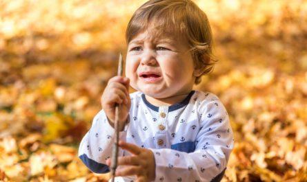 małe dziecko płacze