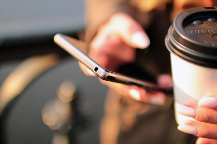 Jaki smartfon dla kobiety? Na co zwrócić uwagę przy wyborze?