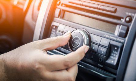 radio samochodowe w aucie