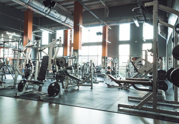 10 zasad, których należy przestrzegać w siłowni