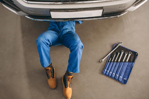 przeglad samochodu przez mechanika