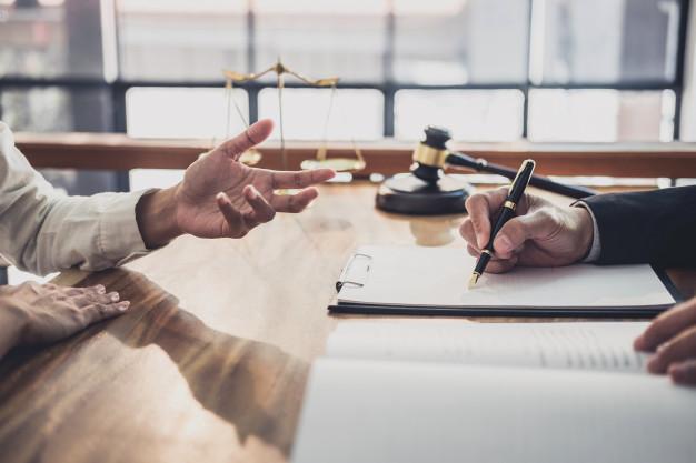 Radca prawny – czym się zajmuje i kiedy należy skorzystać z jego usług?