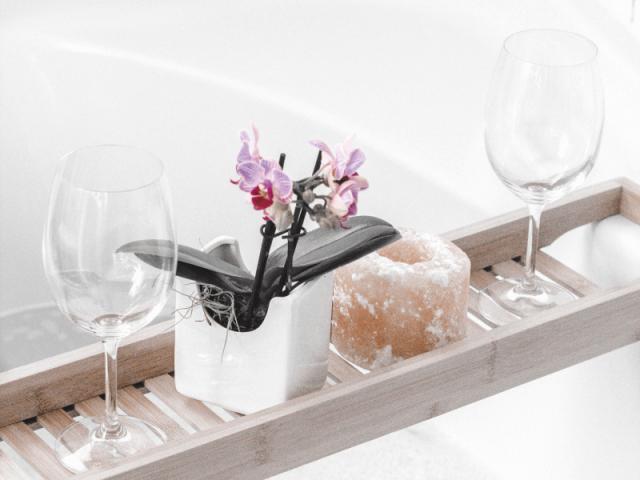 Relaksująca kąpiel w wannie