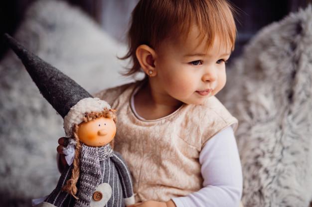 dziewczynka z lalka