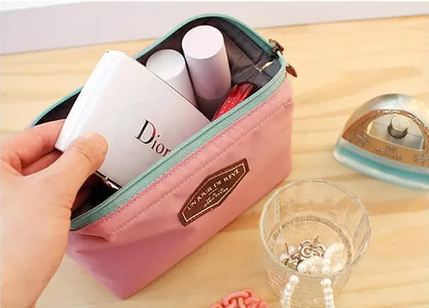 Na co zwrócić uwagę przy wyborze kosmetyczki podróżnej?