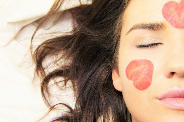 Jak dbać o skórę jesienią? 5 sposobów na piękną cerę