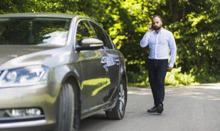 mezczyzna dzwoni w sprawie kradziezy auta