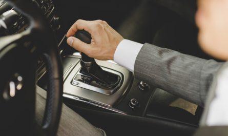 zmienianie biegow w samochodzie