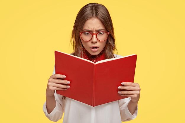 nastolatka czyta