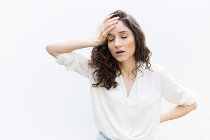 Objawy zmęczenia – sposoby na cienie i worki pod oczami
